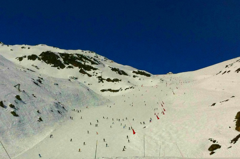 skiers in the 3 valleys